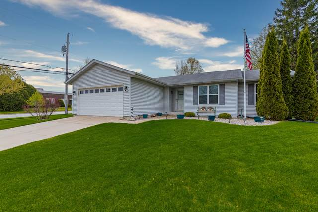 805 Mallinger Dr, Port Washington, WI 53074 (#1691435) :: Tom Didier Real Estate Team