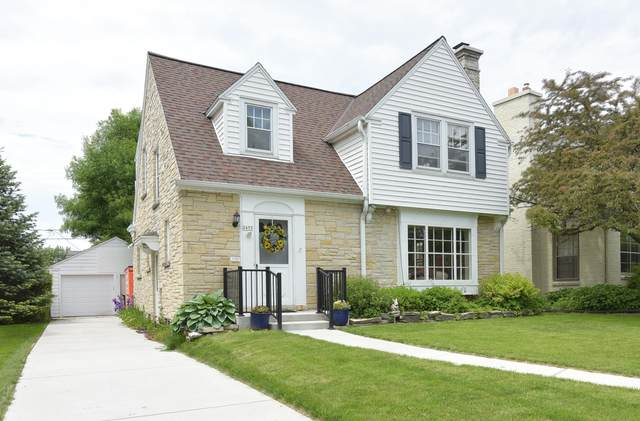 2455 N 96th St, Wauwatosa, WI 53226 (#1691930) :: RE/MAX Service First Service First Pros