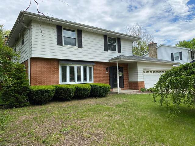 2712 N 117th Pl, Wauwatosa, WI 53222 (#1692020) :: RE/MAX Service First Service First Pros