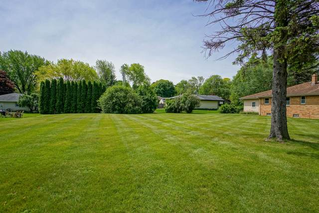 12955 Robinwood St, Brookfield, WI 53005 (#1692055) :: OneTrust Real Estate