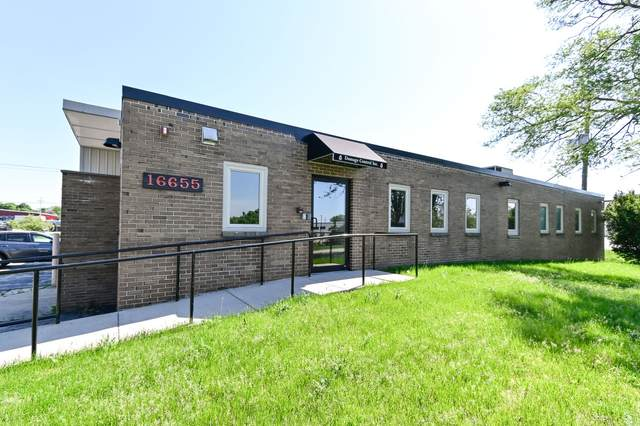 16655 W Glendale Dr, New Berlin, WI 53151 (#1692075) :: RE/MAX Service First Service First Pros