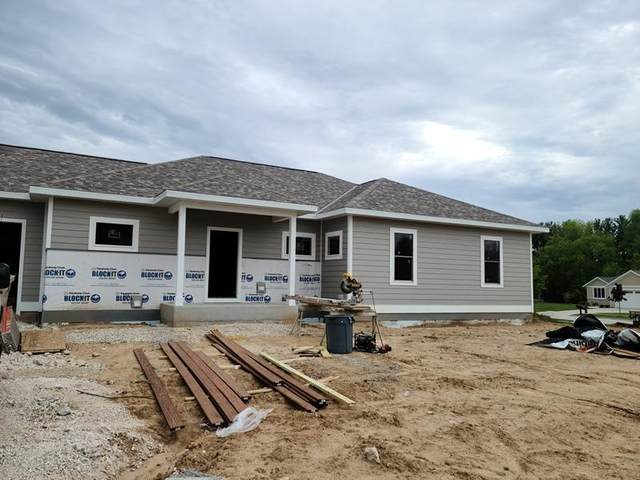 713 Meadow Ridge Ln, Plymouth, WI 53073 (#1692162) :: RE/MAX Service First Service First Pros