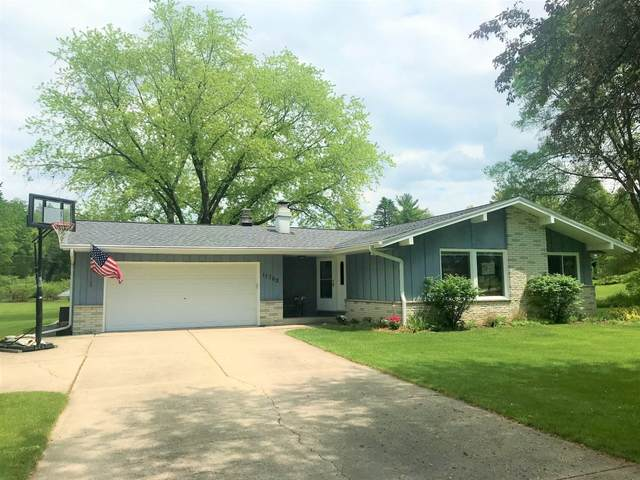 11762 N Ridgeway Ave, Mequon, WI 53097 (#1692173) :: RE/MAX Service First Service First Pros