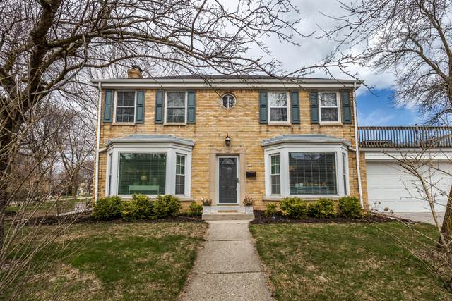 880 E Silver Spring Dr, Whitefish Bay, WI 53217 (#1692261) :: Tom Didier Real Estate Team