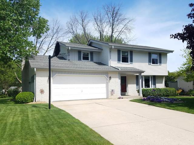 15460 W Mayflower Dr, New Berlin, WI 53151 (#1692286) :: RE/MAX Service First Service First Pros