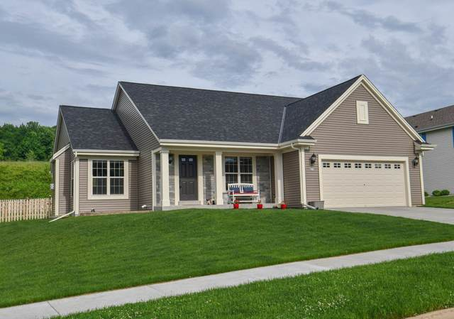 802 Belmont Dr, Watertown, WI 53094 (#1692306) :: RE/MAX Service First Service First Pros