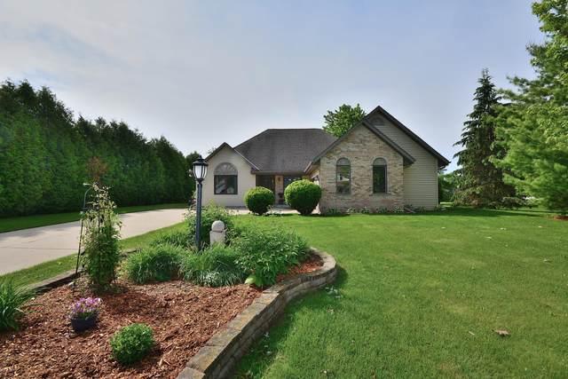 N114W19759 Woodberry Pass, Germantown, WI 53022 (#1692353) :: Tom Didier Real Estate Team