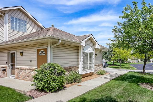 17406 W Lincoln Ave, New Berlin, WI 53146 (#1692411) :: RE/MAX Service First Service First Pros