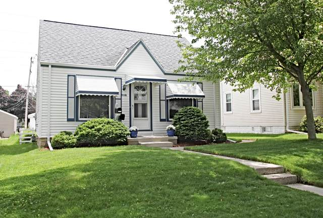 908 S 113th, West Allis, WI 53214 (#1692428) :: RE/MAX Service First Service First Pros