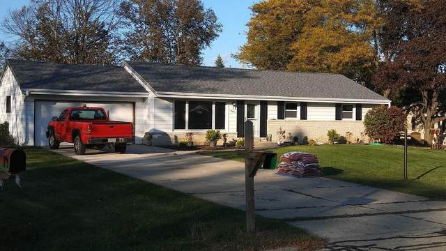 12950 W Allerton Ave, New Berlin, WI 53151 (#1692445) :: RE/MAX Service First Service First Pros
