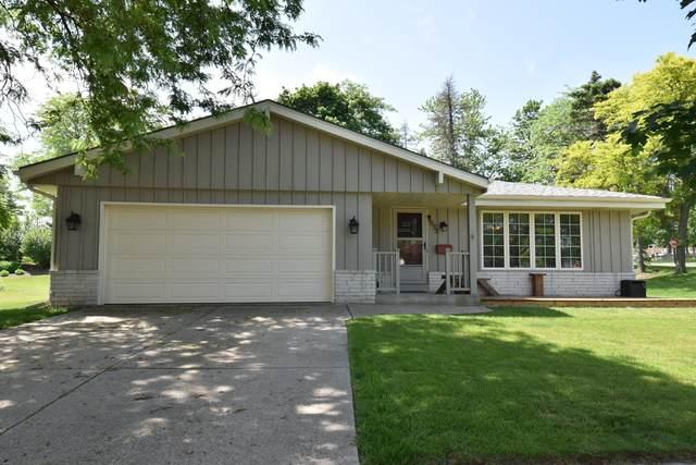 4995 Sussex Ln, Greendale, WI 53129 (#1693151) :: Keller Williams Realty - Milwaukee Southwest