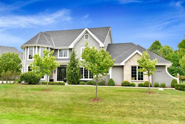 1560 W Hidden River Dr #24, Mequon, WI 53092 (#1693200) :: RE/MAX Service First Service First Pros