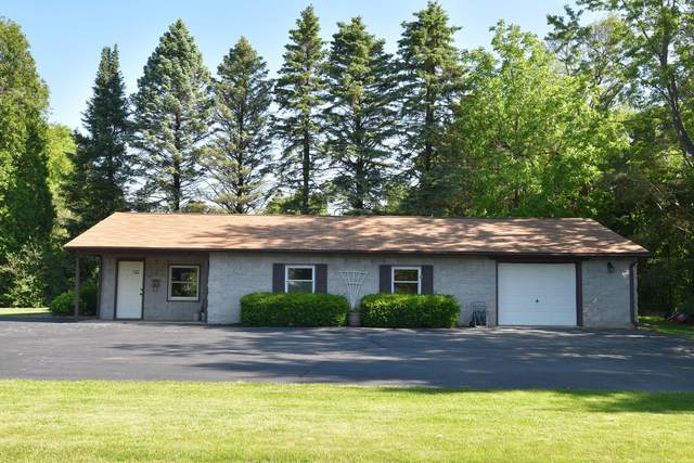 6714 W Mequon Rd, Mequon, WI 53092 (#1693283) :: RE/MAX Service First Service First Pros
