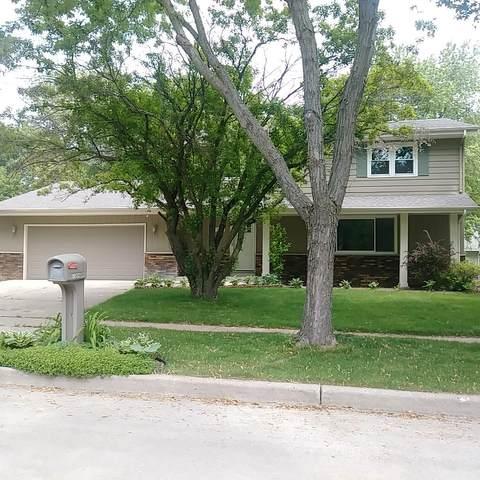 7364 Highview Dr, Greendale, WI 53129 (#1693312) :: Keller Williams Realty - Milwaukee Southwest