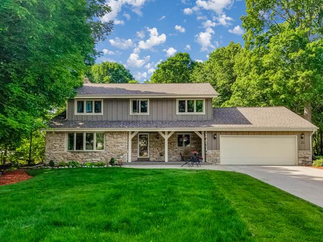 N26W22219 W Glenwood Ln, Pewaukee, WI 53186 (#1693362) :: OneTrust Real Estate