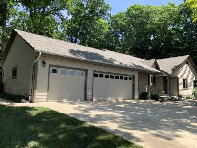 224 W Summerhill Pl, Oak Creek, WI 53154 (#1695170) :: Keller Williams Realty - Milwaukee Southwest