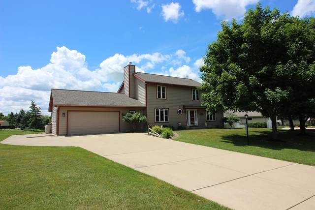 N97W16621 Chippewa Dr, Germantown, WI 53022 (#1695383) :: OneTrust Real Estate