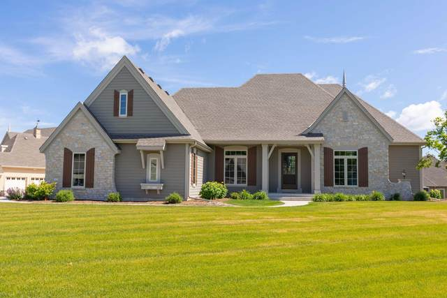 W248N2156 Kettle Cove Ct, Pewaukee, WI 53072 (#1695723) :: RE/MAX Service First Service First Pros