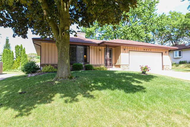 8211 S 59th St, Franklin, WI 53132 (#1695742) :: OneTrust Real Estate