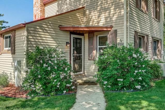 5808 S Currant Ln, Greendale, WI 53129 (#1695867) :: Keller Williams Realty - Milwaukee Southwest