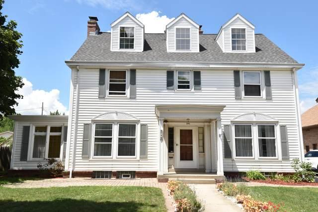 2719 S 43rd St, Milwaukee, WI 53219 (#1695947) :: NextHome Prime Real Estate