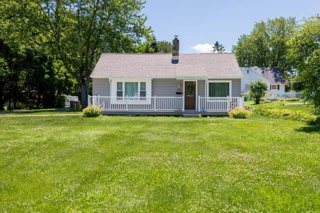1031 Lisbon Ave, Hartland, WI 53029 (#1696052) :: RE/MAX Service First