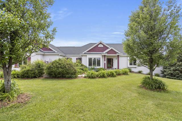 N86W30195 Woodland Dr, Merton, WI 53029 (#1696155) :: RE/MAX Service First Service First Pros