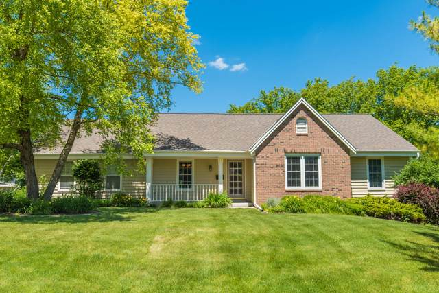 13820 W Paddock Pkwy, New Berlin, WI 53151 (#1696159) :: Keller Williams Realty - Milwaukee Southwest