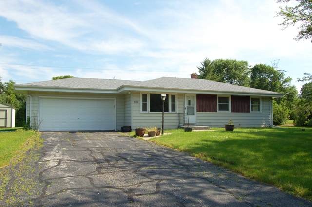 17718 W Rogers Dr, New Berlin, WI 53146 (#1696282) :: Keller Williams Realty - Milwaukee Southwest