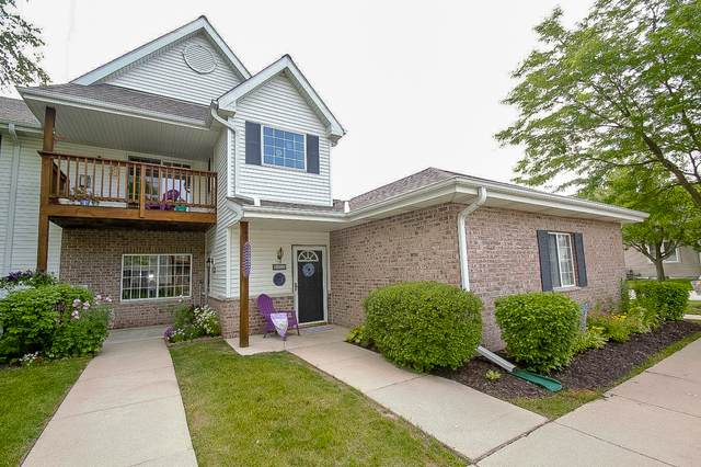 15080 W Arrowhead Ln, New Berlin, WI 53151 (#1696525) :: Keller Williams Realty - Milwaukee Southwest