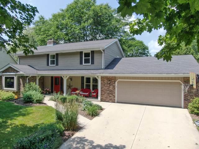 W73N1039 Poplar Ave, Cedarburg, WI 53012 (#1696545) :: OneTrust Real Estate