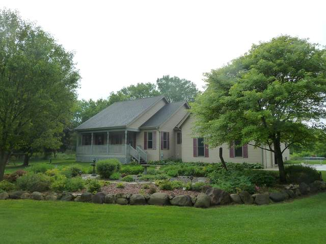 N47W27547 Lynndale Rd, Pewaukee, WI 53072 (#1696548) :: RE/MAX Service First Service First Pros