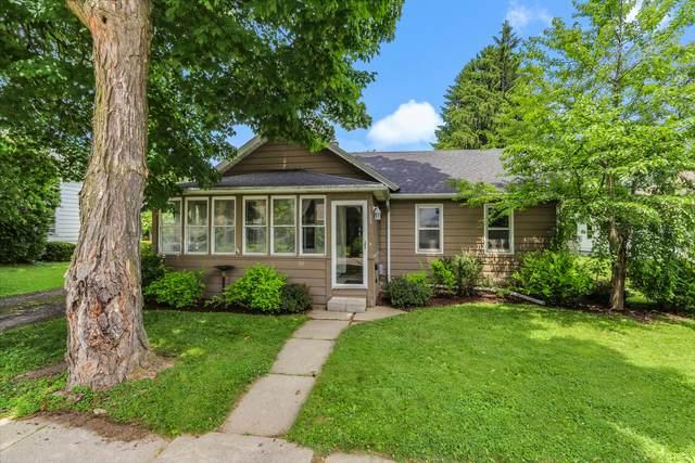 1125 Wheeler St, Lake Geneva, WI 53147 (#1696750) :: Tom Didier Real Estate Team