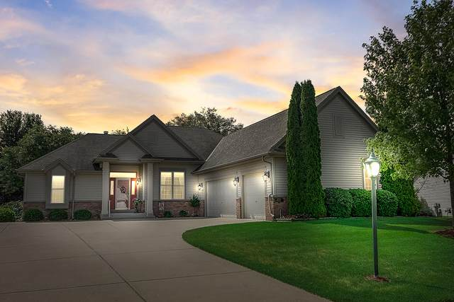 652 Cherrywood Dr, Waterford, WI 53185 (#1696757) :: RE/MAX Service First Service First Pros