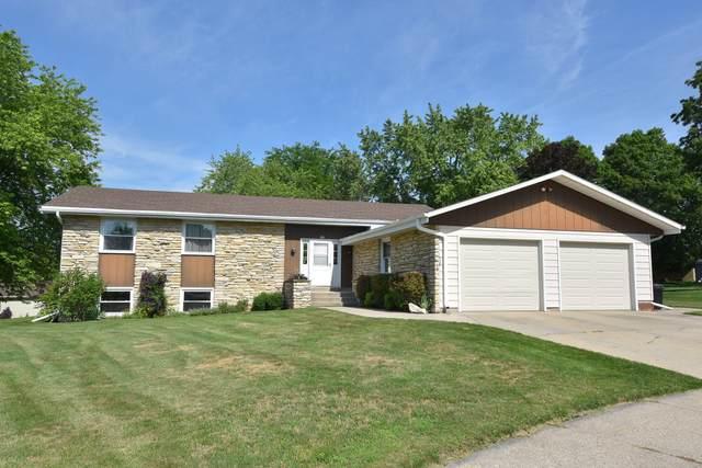 595 Court Dr, Hartford, WI 53027 (#1696778) :: Tom Didier Real Estate Team