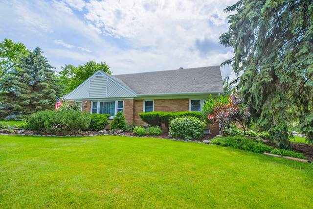 4725 Pilgrim Rd, Brookfield, WI 53005 (#1696803) :: RE/MAX Service First Service First Pros
