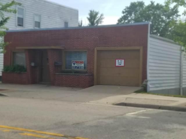 2905 N Brookfield Rd, Brookfield, WI 53045 (#1696828) :: RE/MAX Service First