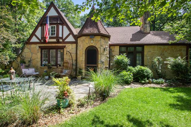 925 Shabbona Dr, Fontana, WI 53125 (#1696831) :: NextHome Prime Real Estate