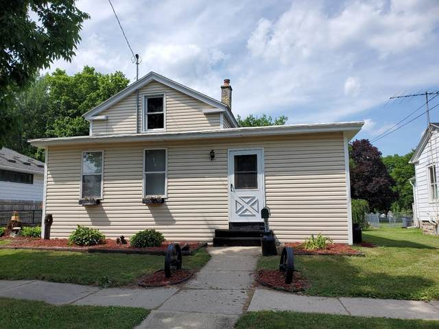 429 S Fourth St E, Fort Atkinson, WI 53538 (#1696840) :: RE/MAX Service First Service First Pros