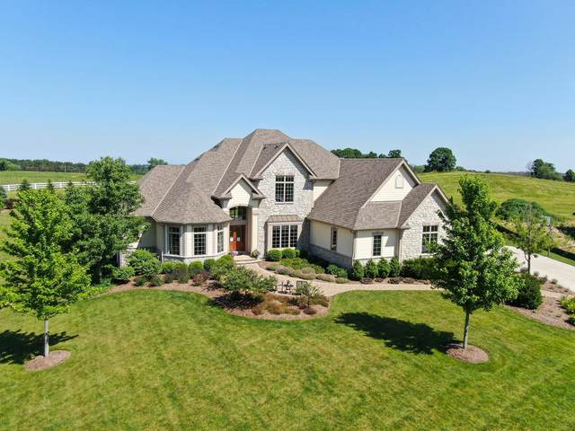 336 Royalstone Ct, Cedarburg, WI 53012 (#1696854) :: RE/MAX Service First Service First Pros