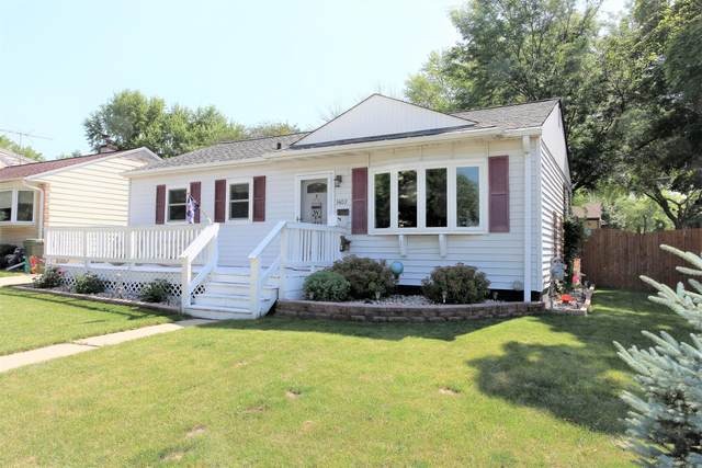 3402 N 99th St, Milwaukee, WI 53222 (#1696887) :: RE/MAX Service First