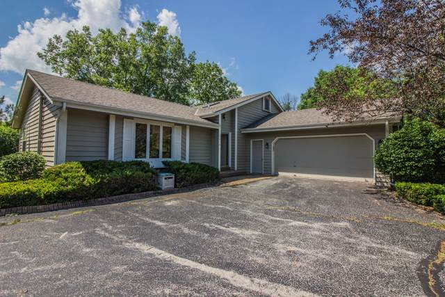 1010 W Ranchito Ln, Mequon, WI 53092 (#1696888) :: RE/MAX Service First Service First Pros