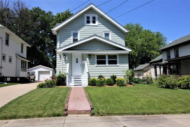608 S Washington St, Watertown, WI 53094 (#1696908) :: RE/MAX Service First