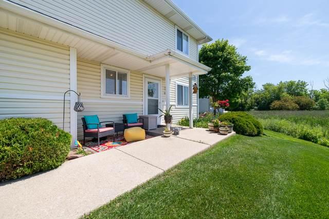 643 Beau's Bay, Slinger, WI 53086 (#1696970) :: Tom Didier Real Estate Team