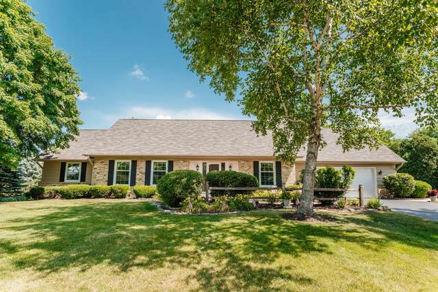 18180 Colline Vue Blvd, Brookfield, WI 53045 (#1696987) :: OneTrust Real Estate