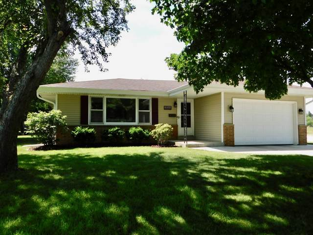 N85W15191 Macarthur Dr, Menomonee Falls, WI 53051 (#1697010) :: RE/MAX Service First Service First Pros