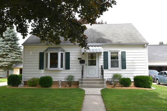 1039 8th Ave, Grafton, WI 53024 (#1697040) :: RE/MAX Service First Service First Pros