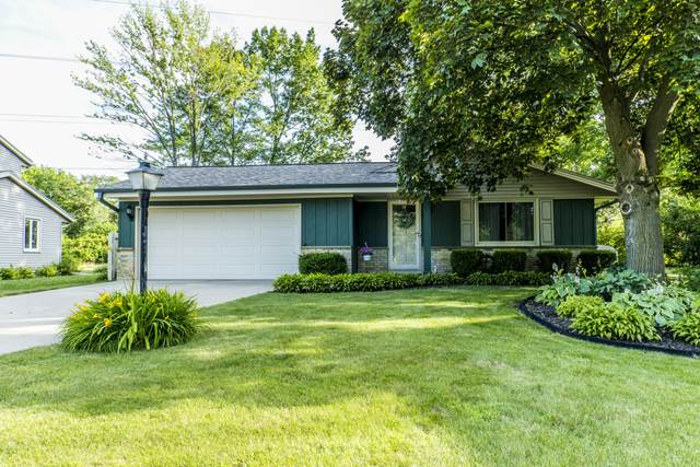 14575 W Kostner Ct, New Berlin, WI 53151 (#1697163) :: Keller Williams Realty - Milwaukee Southwest