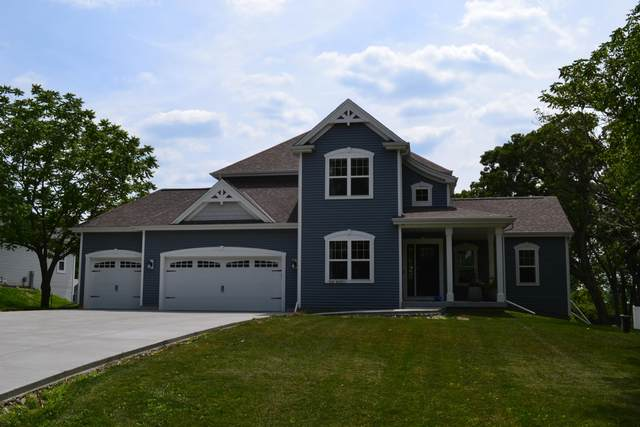 N38W26971 Glacier Rd, Pewaukee, WI 53072 (#1697247) :: OneTrust Real Estate