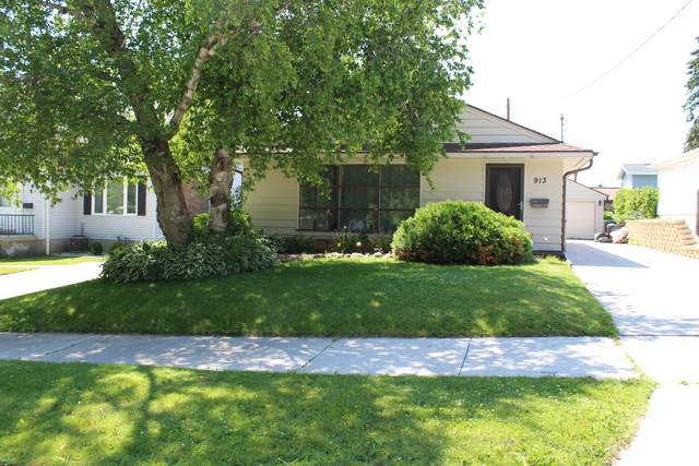 913 Manitou St., Manitowoc, WI 54220 (#1697266) :: RE/MAX Service First Service First Pros